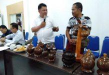 Batok kelapa diubah menjadi produk bernilai ekonomis.